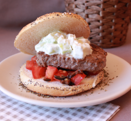Hamburger à la grecque ~ Concombre, feta, olives et co
